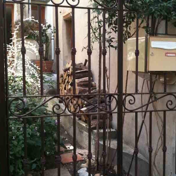 portail avec emplacement boite au lettre
